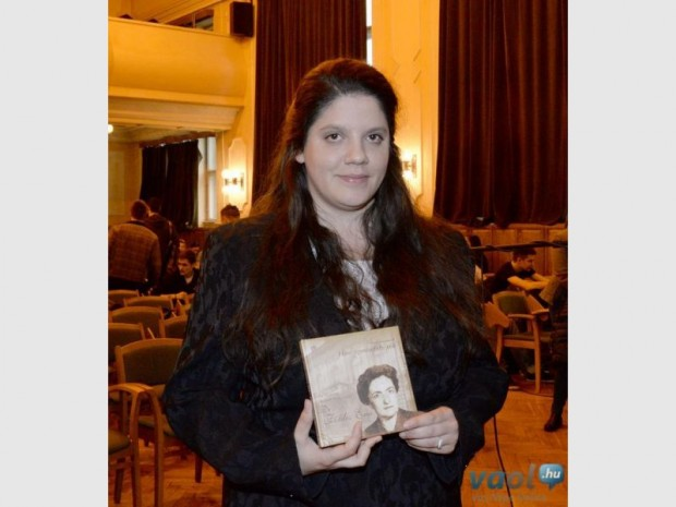 Dr. Hollerné Mecséri Annamária, a kötet szerzője (fotó: Unger Tamás / Vas Népe)
