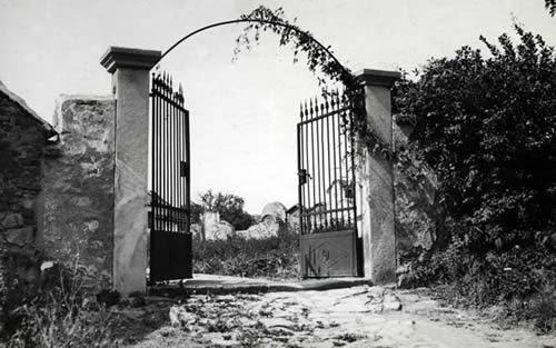 A régi Eisenstadti Zsidó Temető bejárata