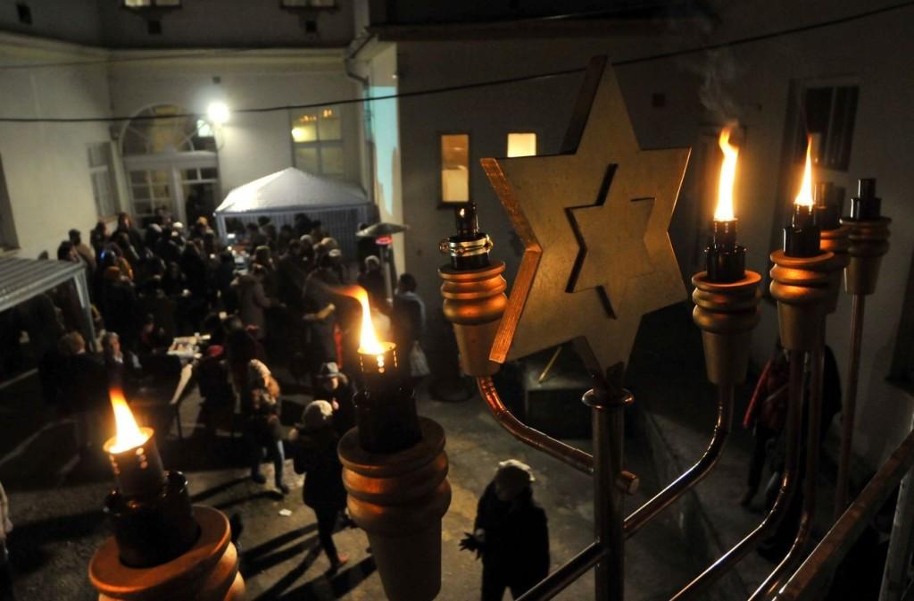 A hanukai gyertya lángjai a fények ünnepén