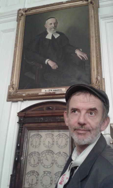 Kozma György - dédnagybátyja, Löw Immánuel képe alatt